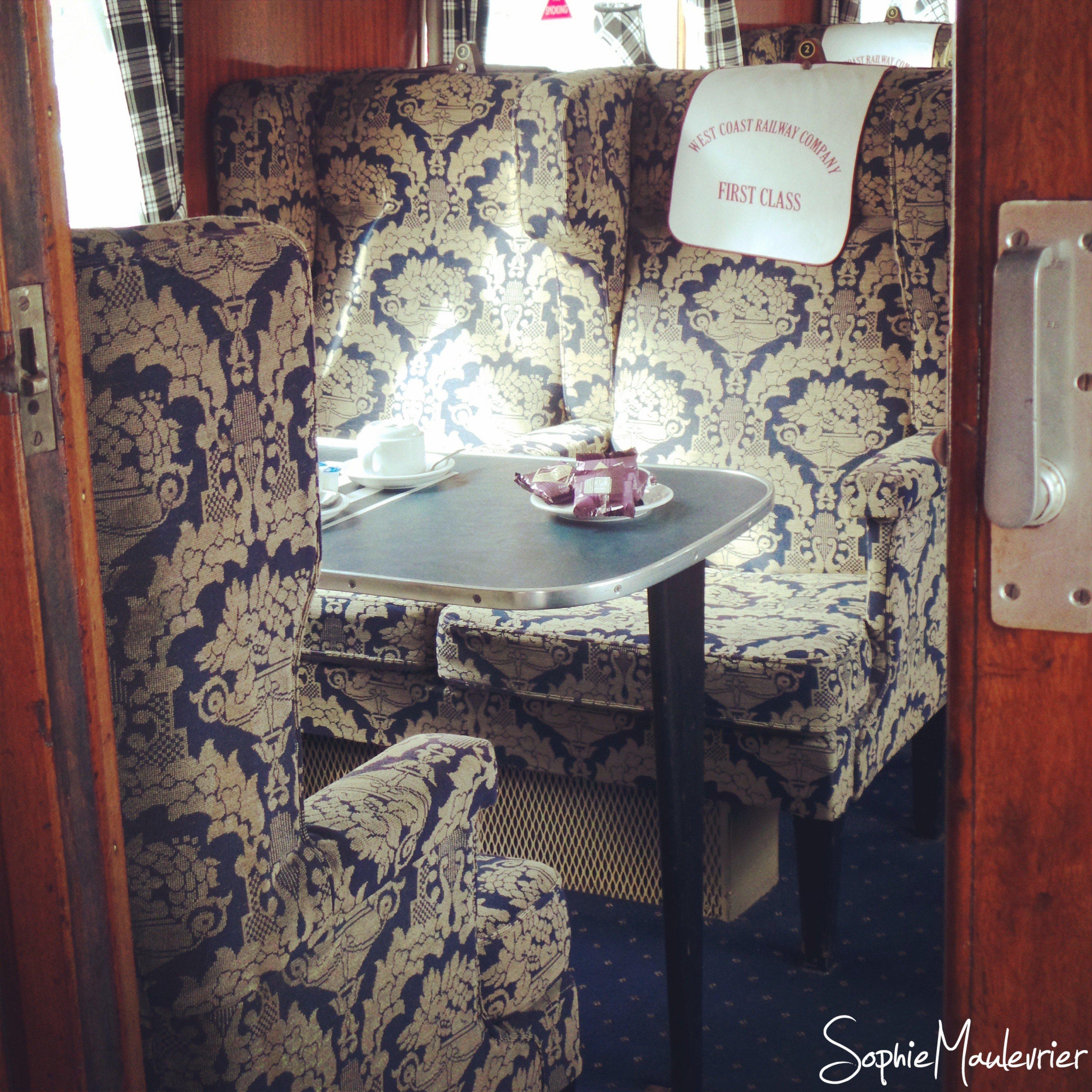 Intérieur de la première classe du train Jacobite en Ecosse