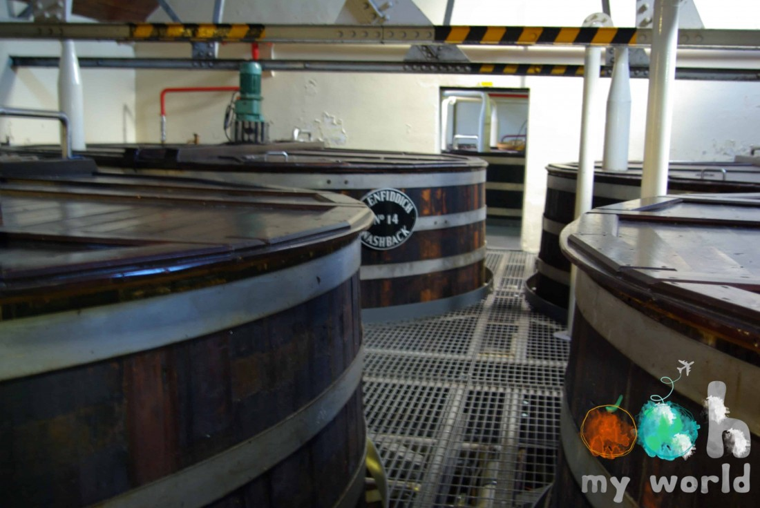 Salle des mashtuns de la distillerie de Glenfiddich dans le Speyside