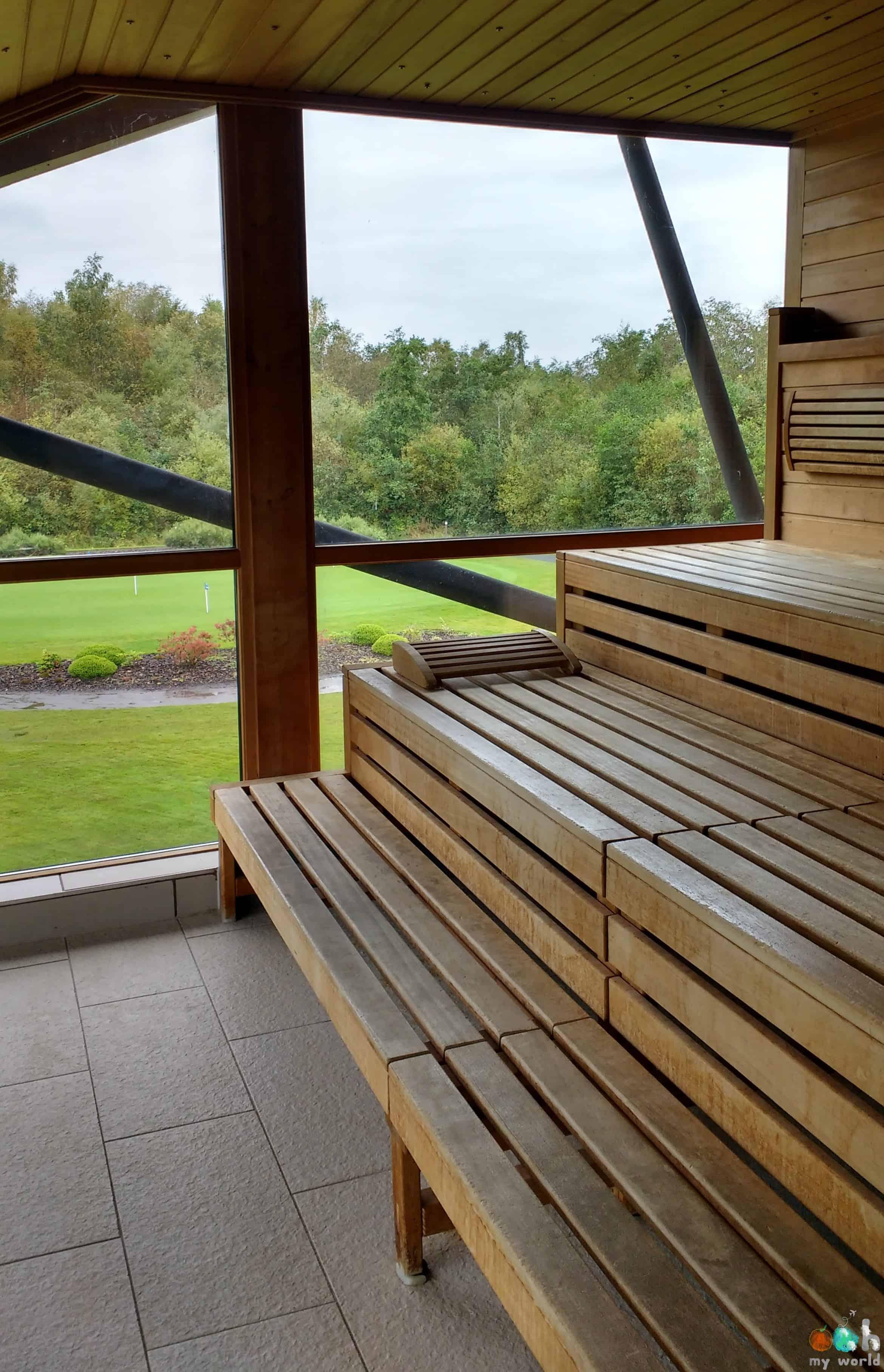 Sauna avec vue sur le golf du Carrick Spa en Ecosse
