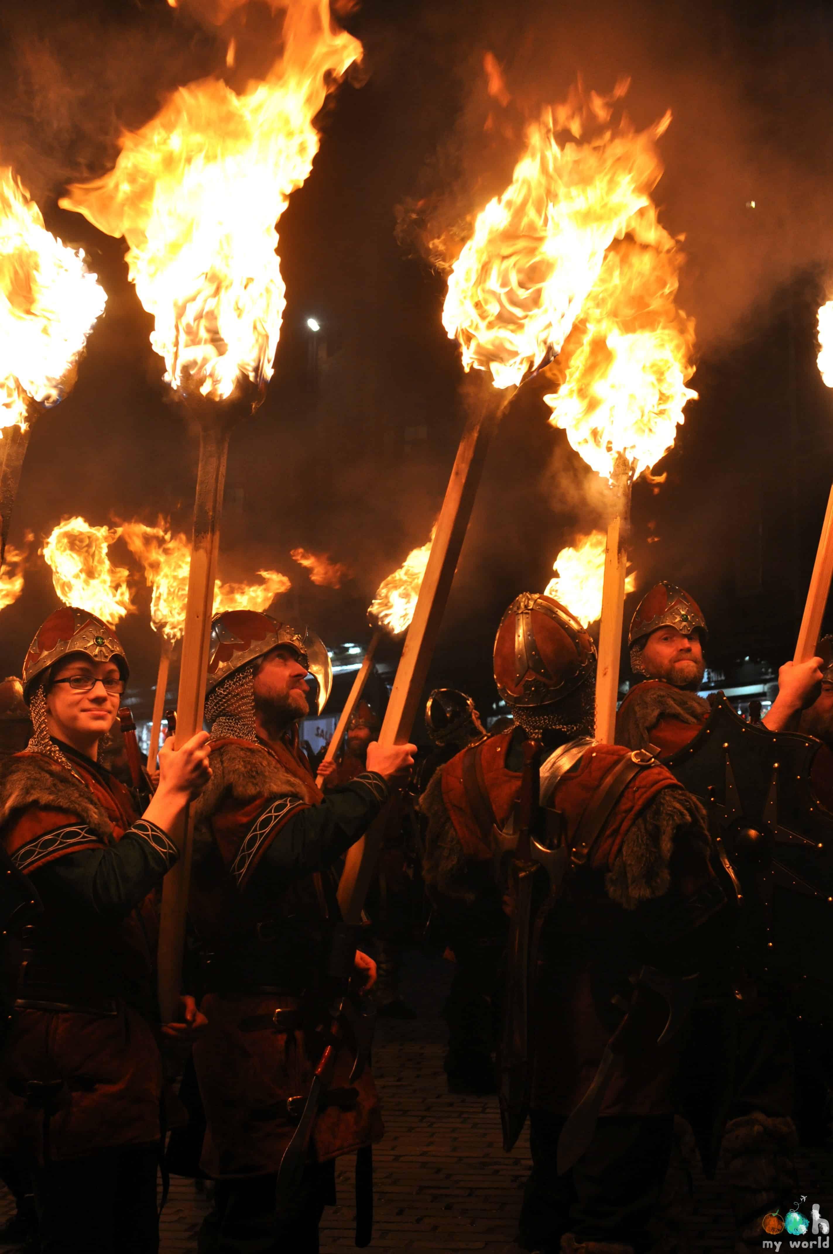 Les vikings sont prêts pour la marche aux flambeaux à Edimbourg