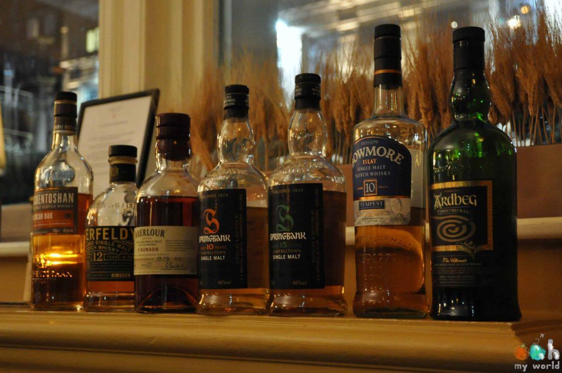 Notre collection de whisky pendant notre dégustation à l'hôtel Balmoral