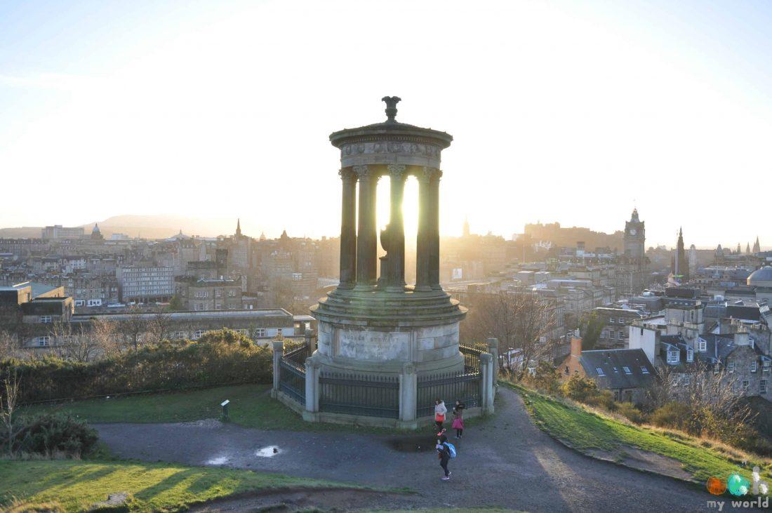 Calton Hill au lever du soleil à Edimbourg