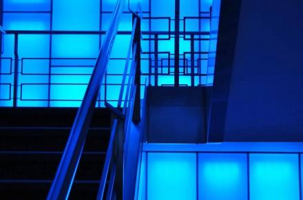 Escalier du lobby de l'hôtel Bloom