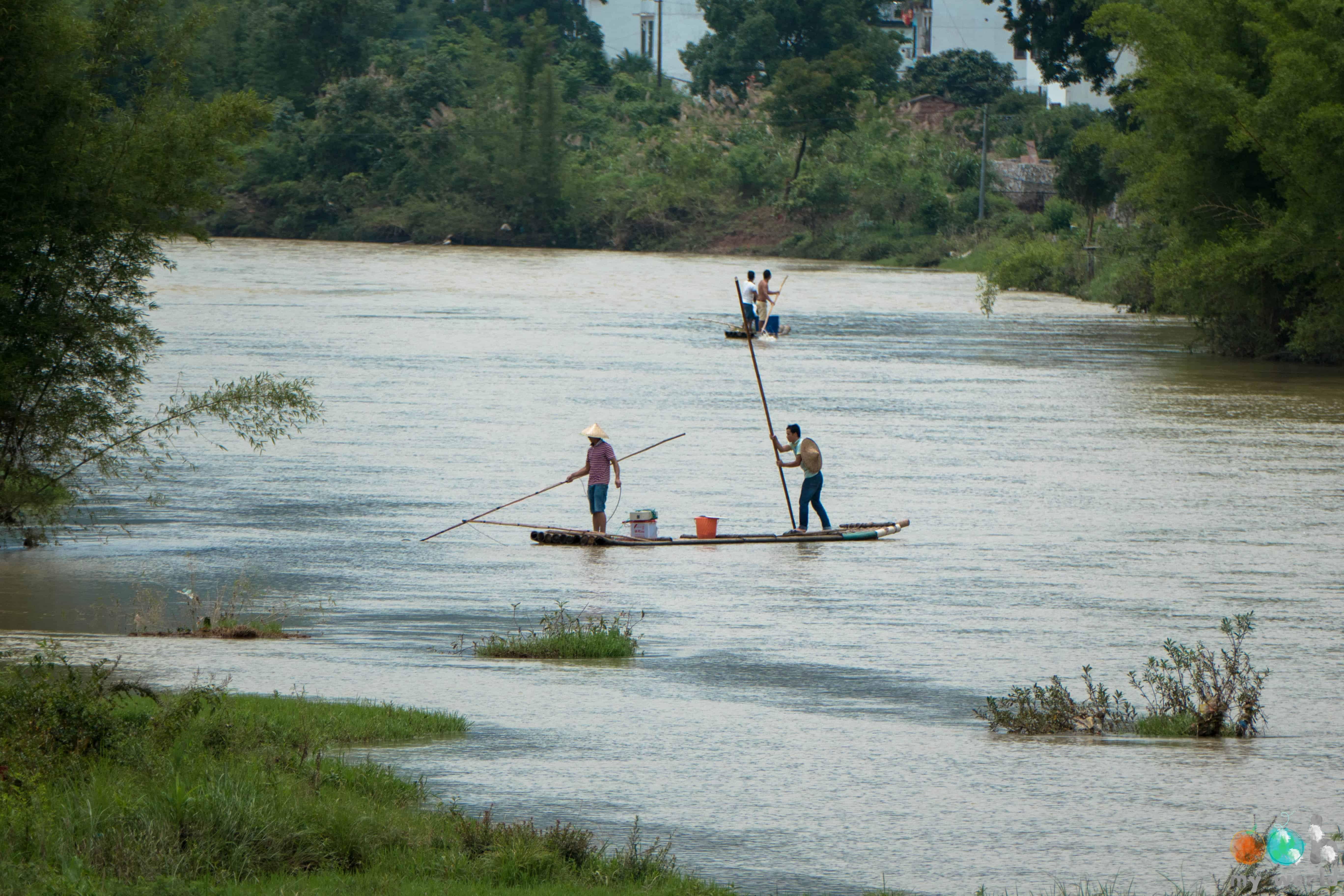 Pêcheurs sur la Rivière Yulong en Chine