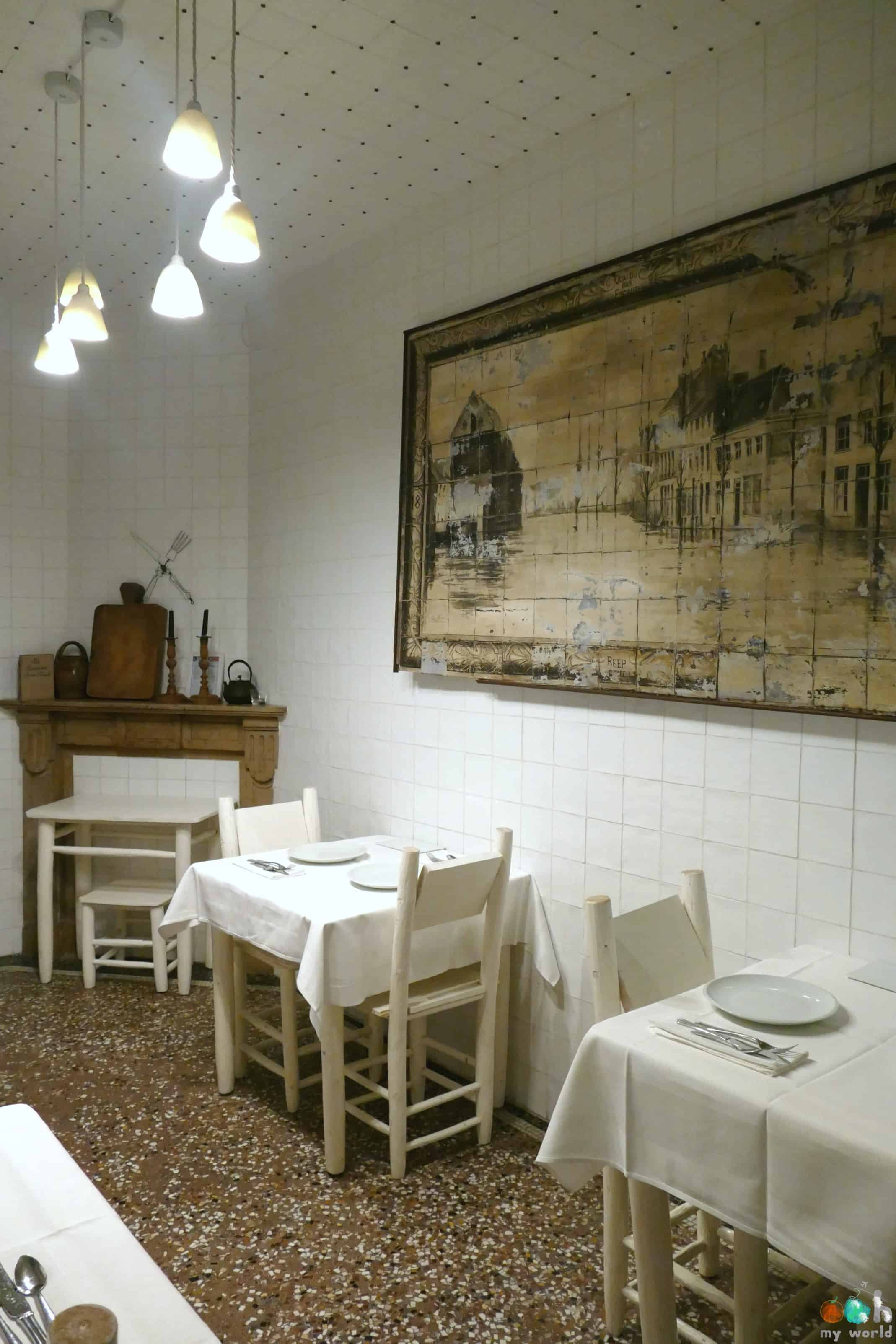 Salle des petits déjeuner élégante au rez de chaussée de la Maison Haute