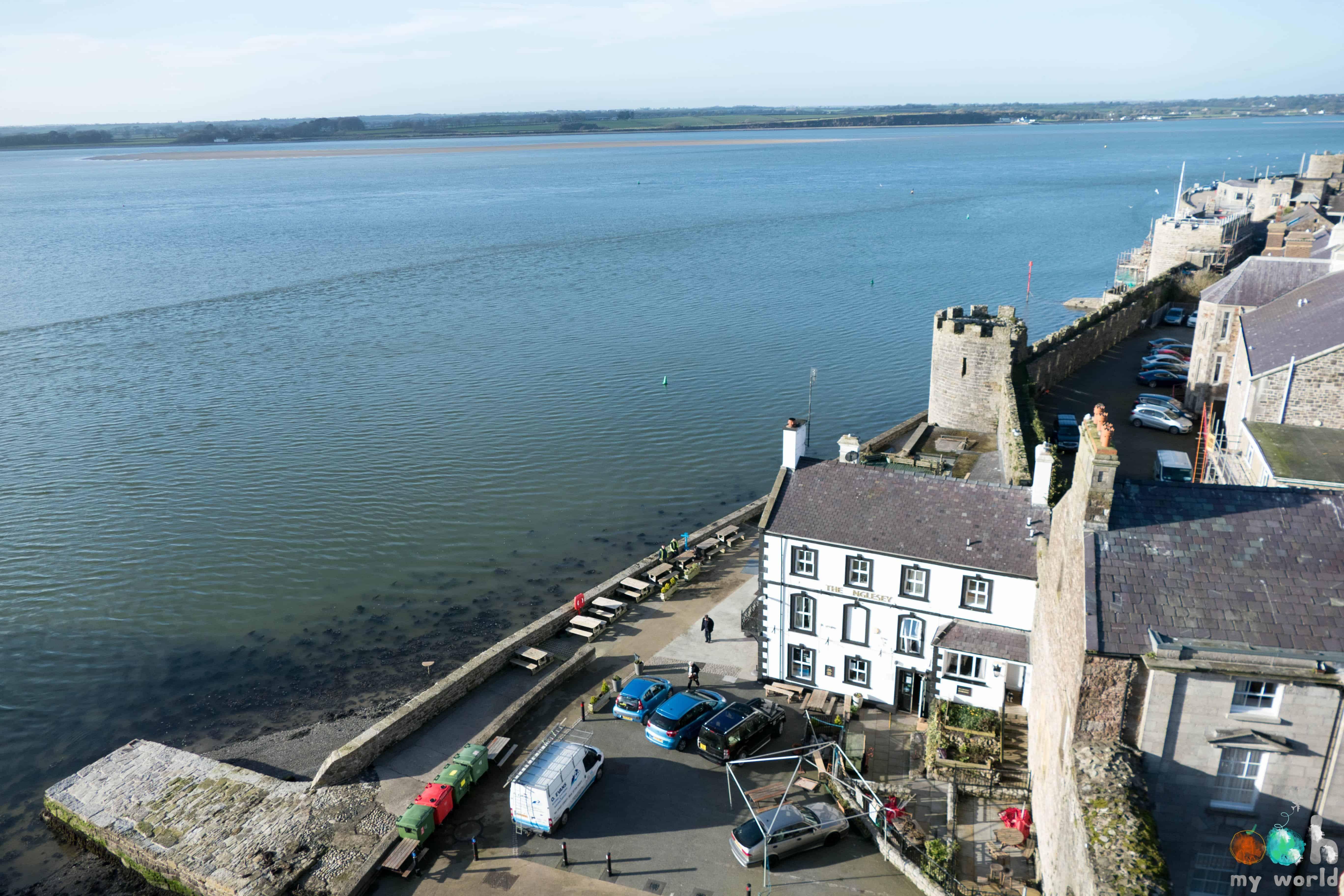 Sur les remparts du château de Caernarfon en Pays de Galles