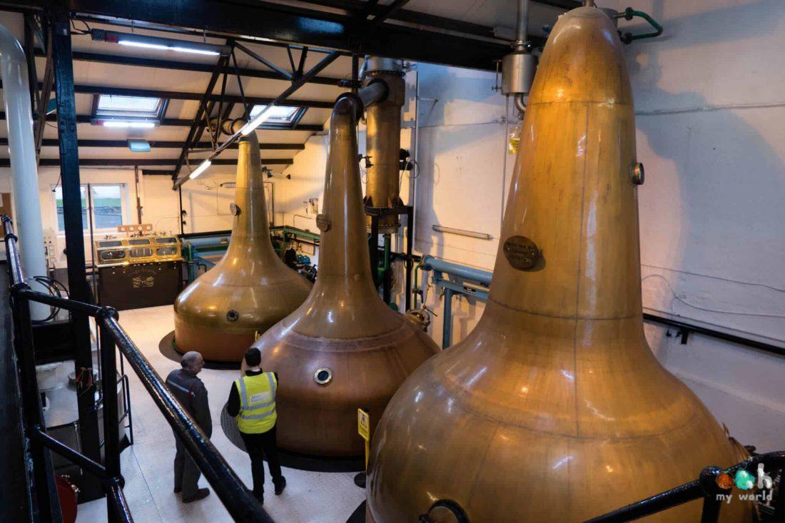 Alambics de la distillerie de Bowmore en Ecosse