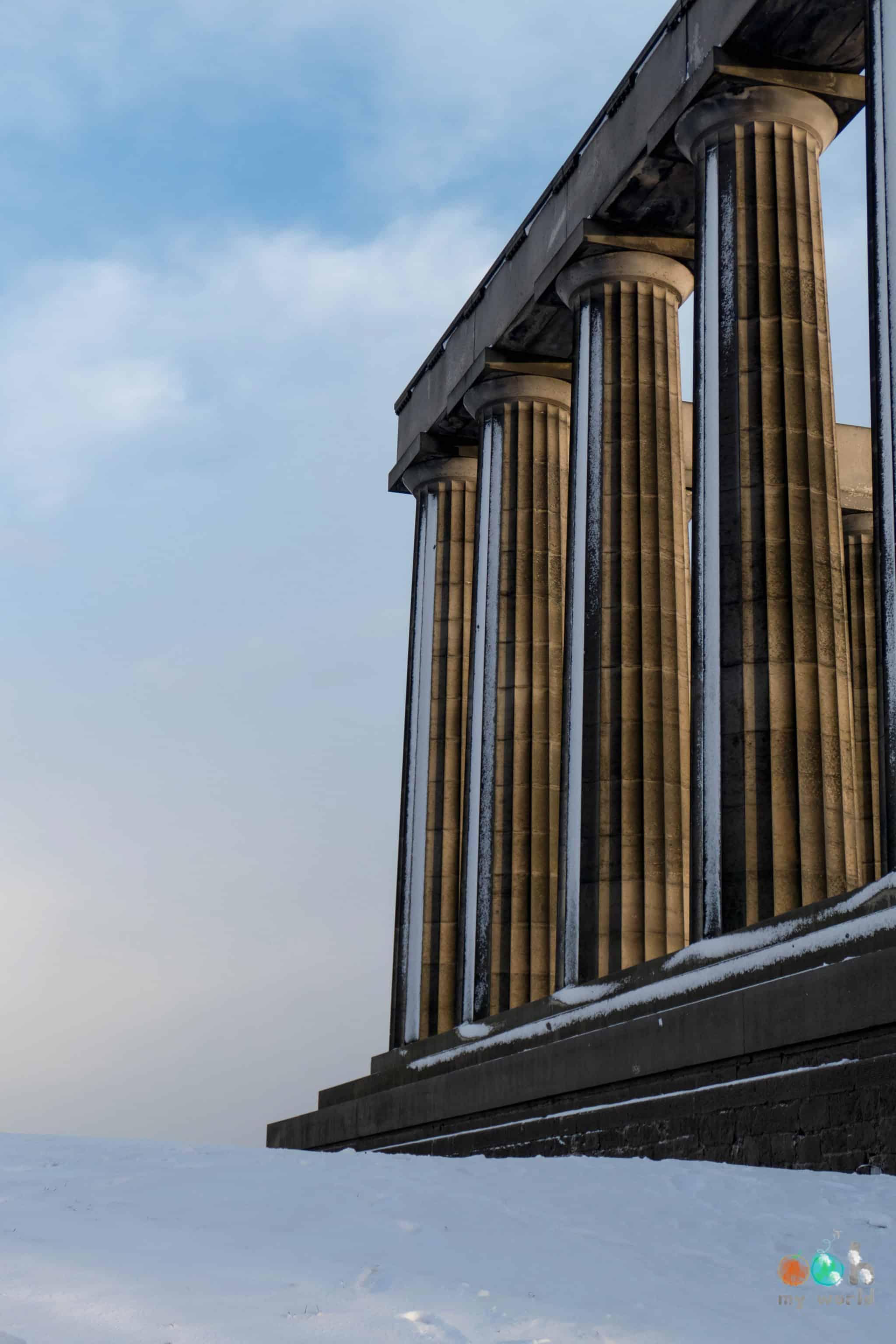Calton Hill sous la neige à Edimbourg