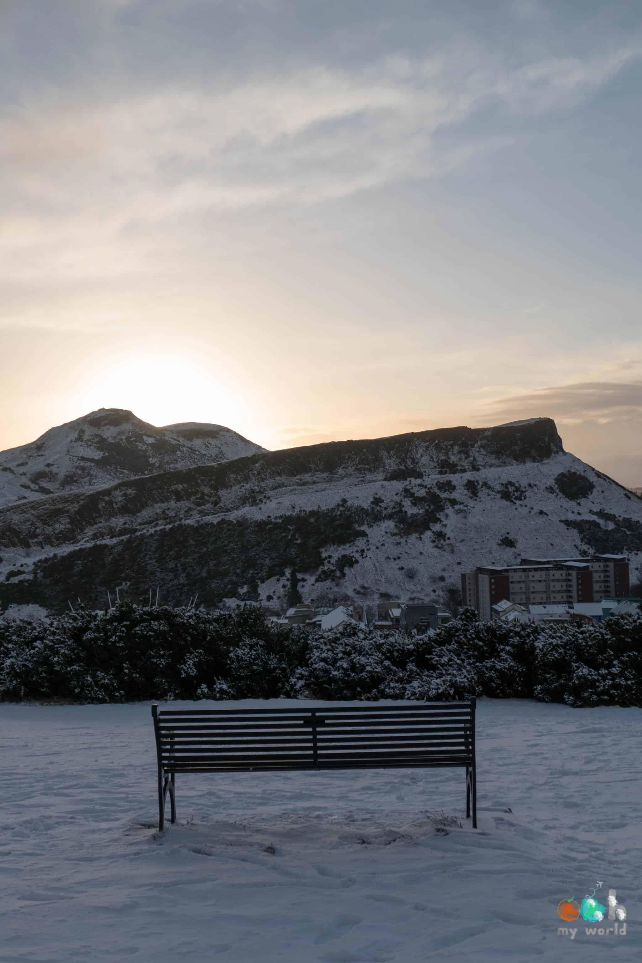 Arthur Seat sous la neige à Edimbourg