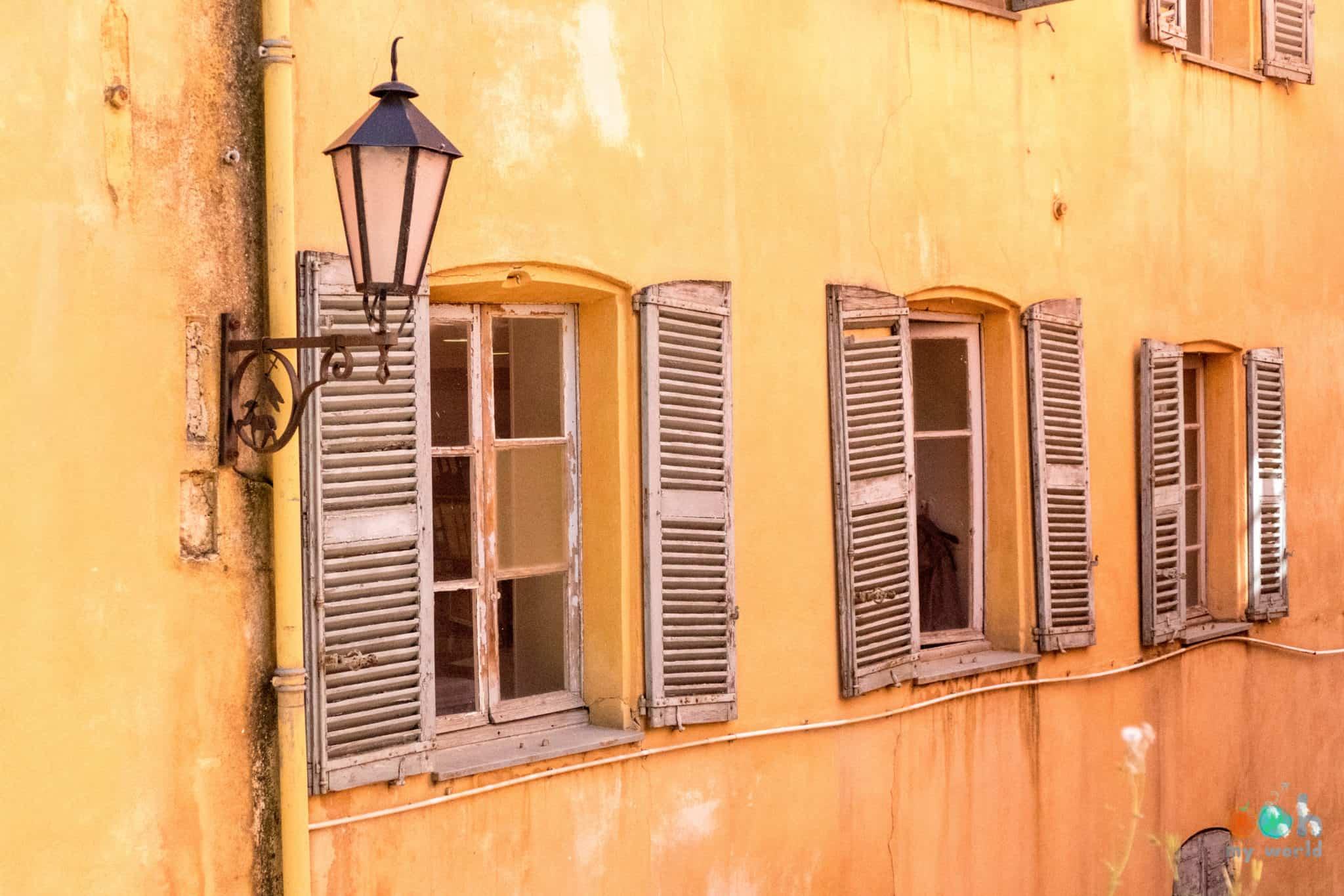 Couleur typique des maisons du vieux Grasse