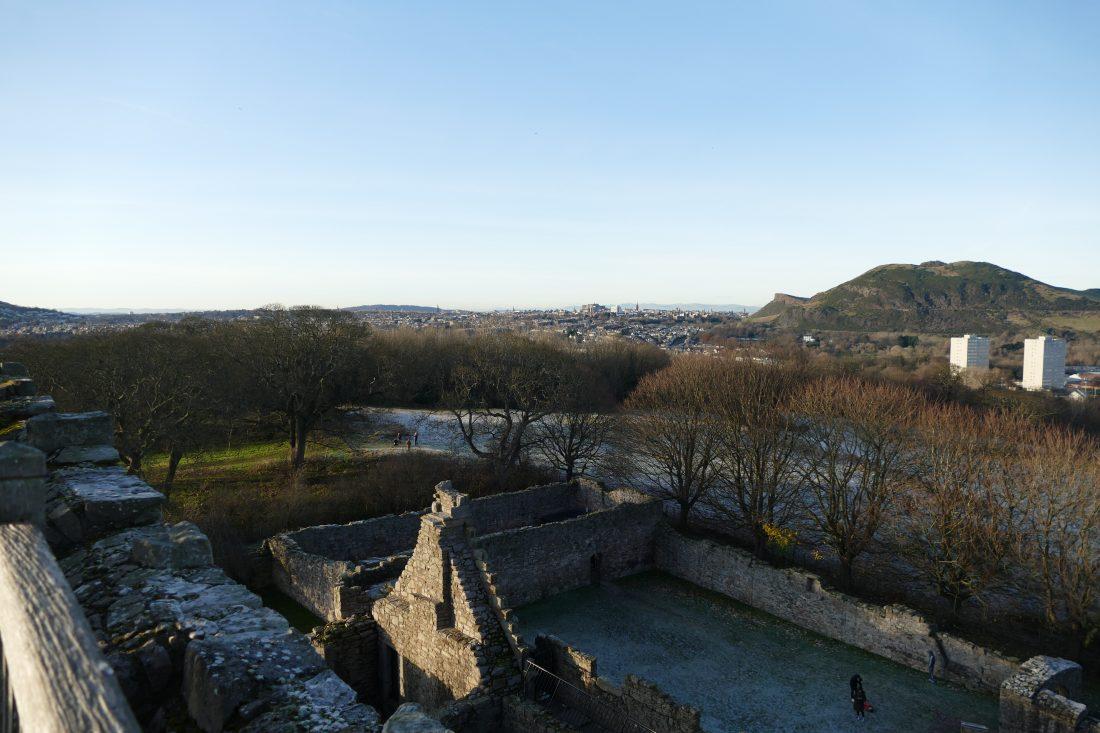 Vue de la vieille ville d'Edimbourg depuis le sommet de Craigmillar Castle