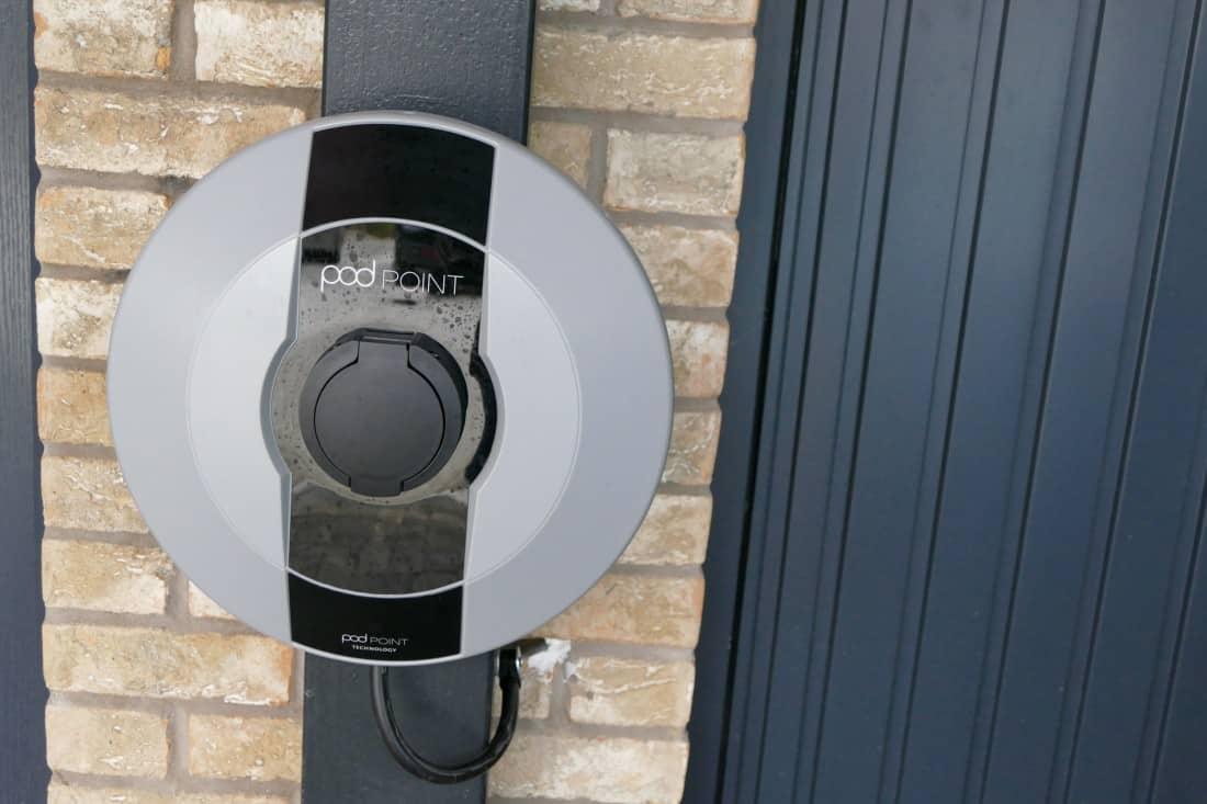 Chargeur Podpoint installé à la maison