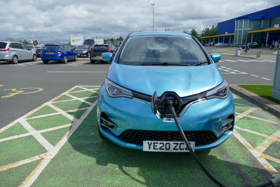 Voiture électrique en Ecosse - Rechargement Zoé à Edimbourg